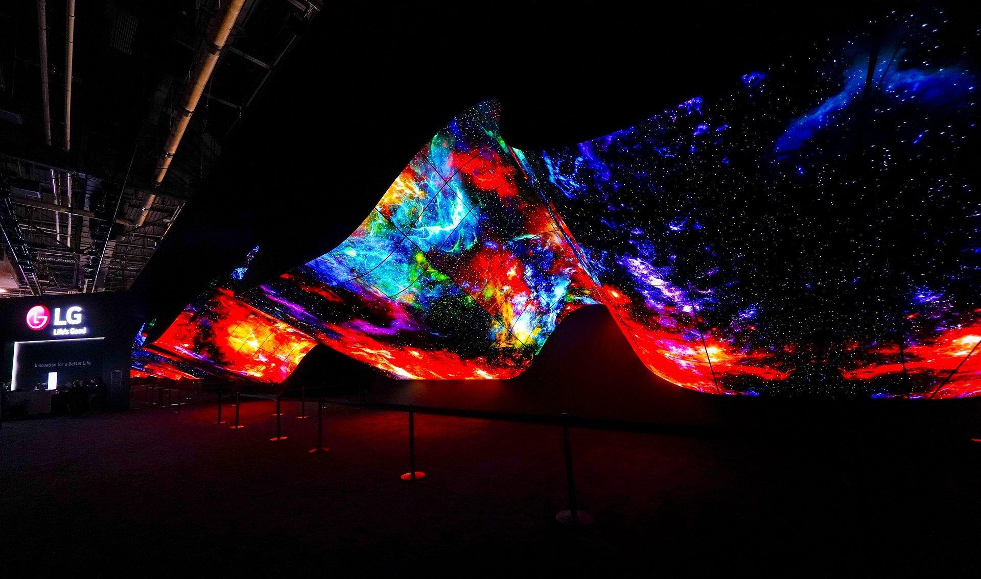 CES 2020: LG OLED Wave - zapierająca dech w piersiach, artystyczna instalacja otwiera strefę LG podczas wystawy CES 2020