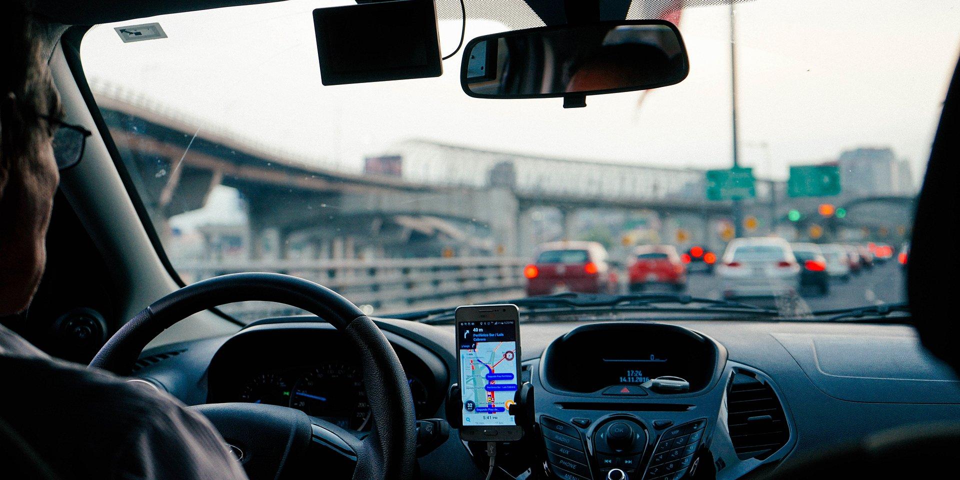 Asystent głosowy w Twoim samochodzie odezwie się szybciej niż myślisz