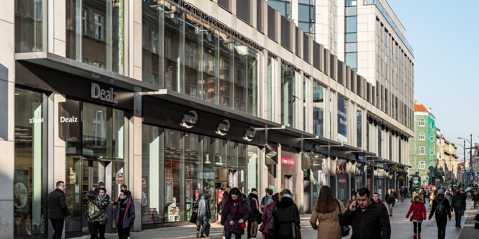 Starbucks otworzył kawiarnię w budynku Półwiejska 2 w Poznaniu