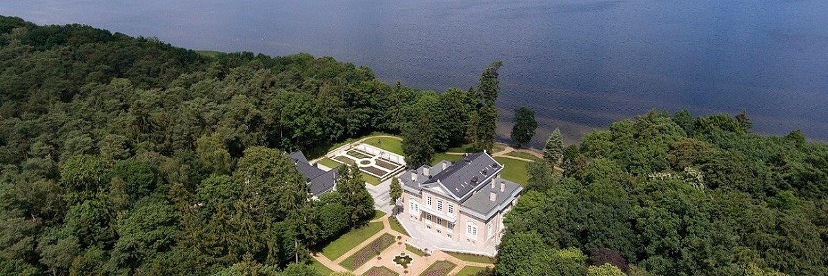 Pałac Manowce – czy to najpiękniej położony obiekt na szkolenia i konferencje?