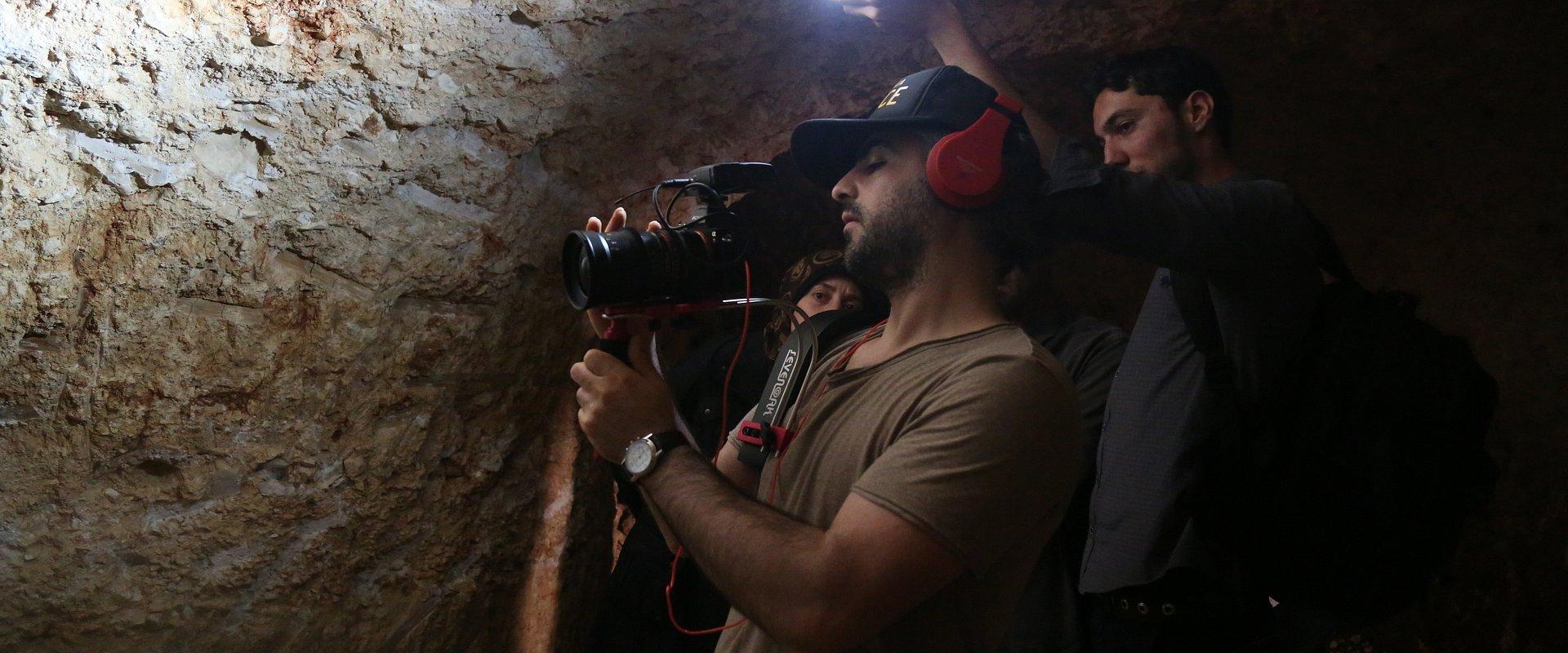 """Feras Fayyad musiał reżyserować """"The Cave: szpital w ogniu"""" na odległość. Jak powstawał dokument kręcony w oblężonym mieście?"""