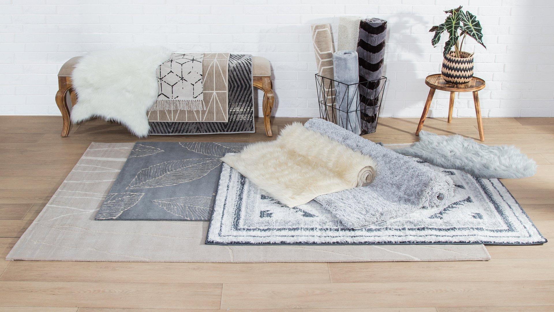 Odśwież swoje wnętrze. Wybierz jeden z najmodniejszych dywanów w tym roku