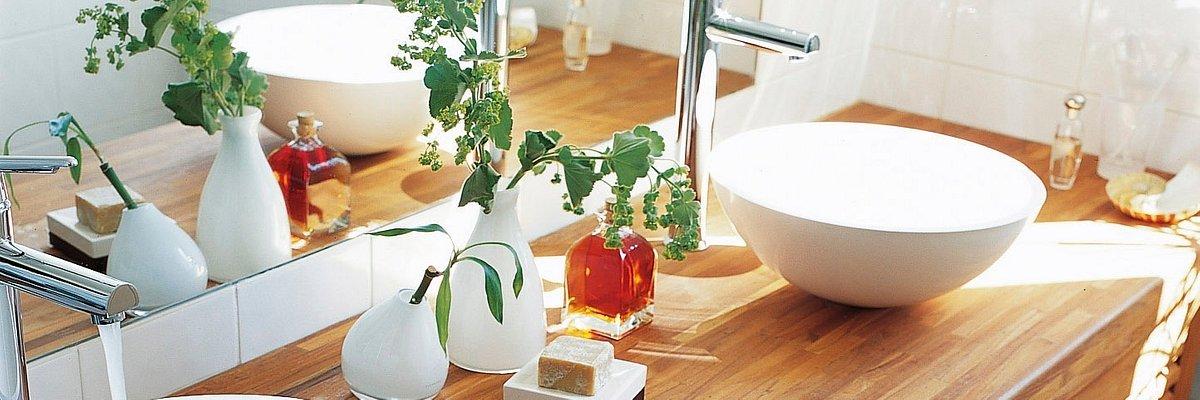 Zaproś drewno do łazienki! Skuteczny i wydajny Olej do łazienek V33 otwiera drzwi drewnianym aranżacjom