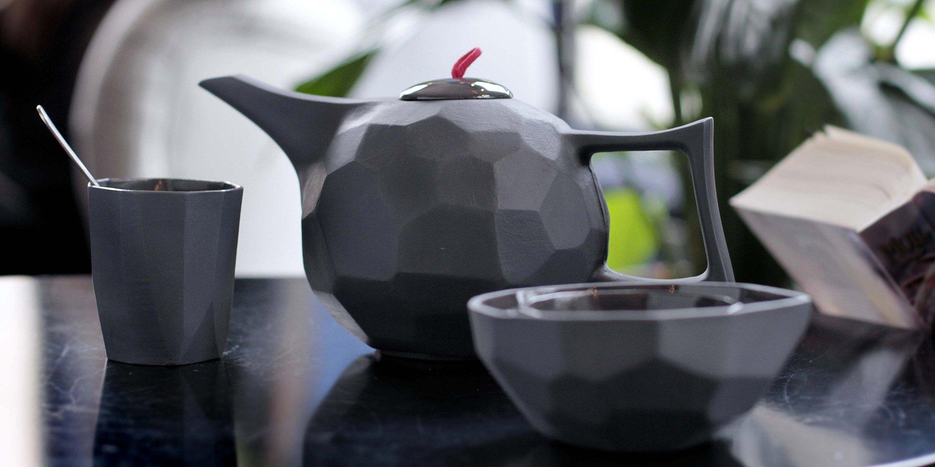 Porcelana na… czarno! Ćmielów Design Studio łamie stereotypy.