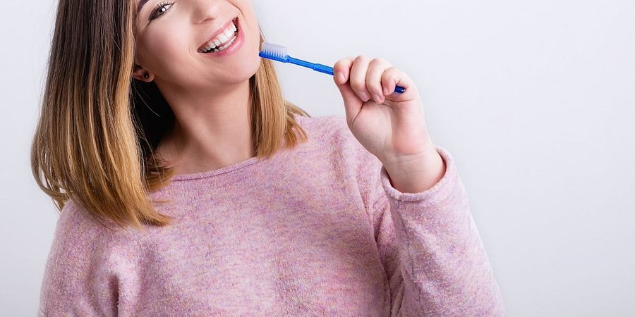 Afty w jamie ustnej? Rozwiązanie znajdziesz u stomatologa