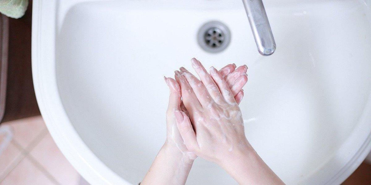 ORLEN będzie produkował płyny do dezynfekcji rąk. Farmaceuci też by chcieli
