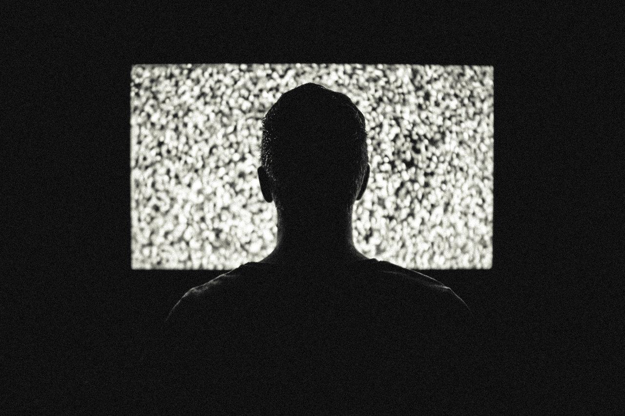 KRRiT bije na alarm! Reklamy leków w TV to często manipulacja