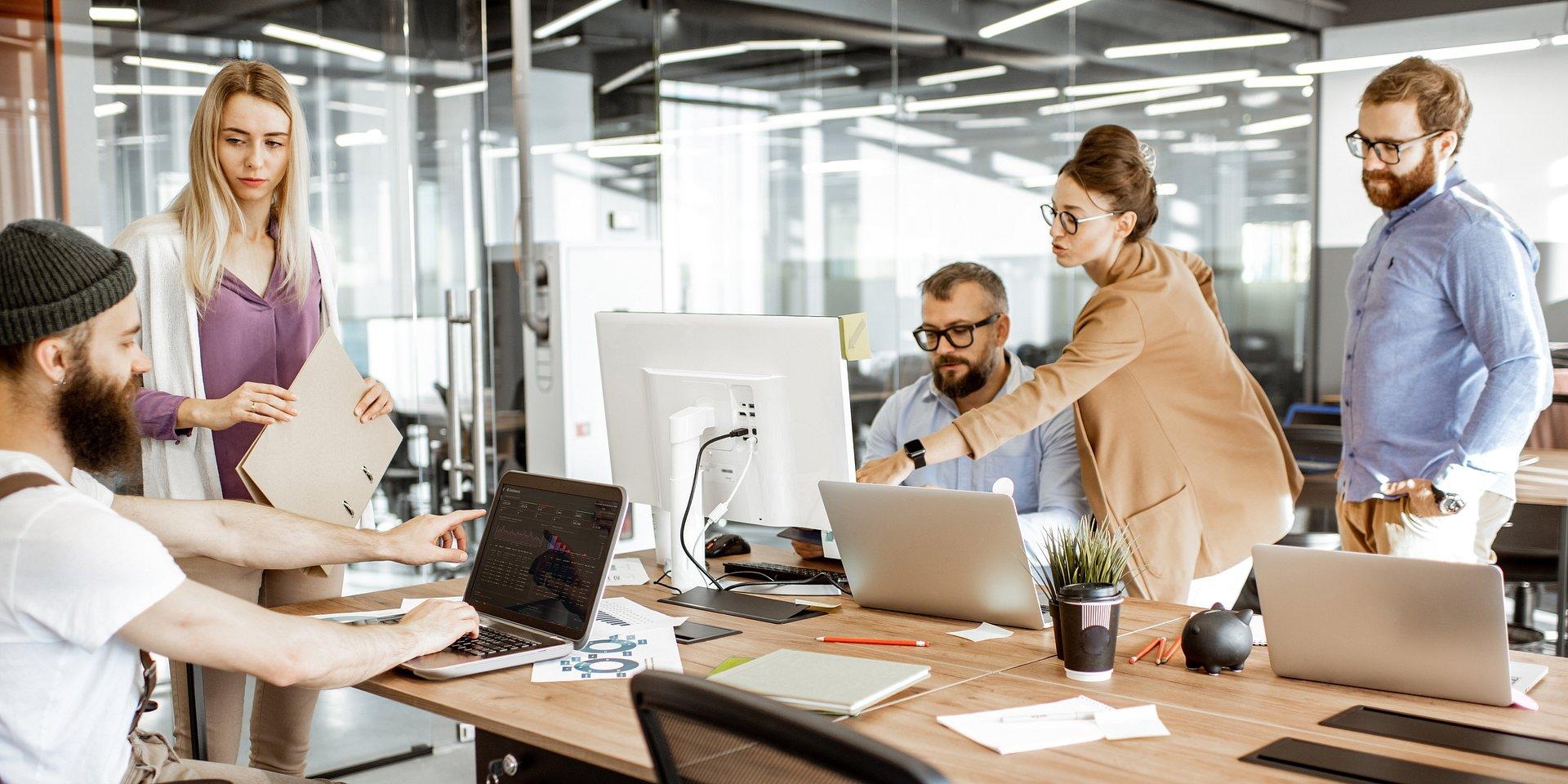 Kompetencje miękkie w branży IT – twoja tajna broń na rynku pracy