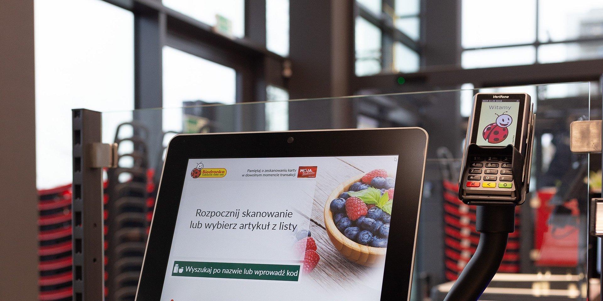 W Biedronce limity na transakcje zbliżeniowe bez PIN podniesione do 100 zł