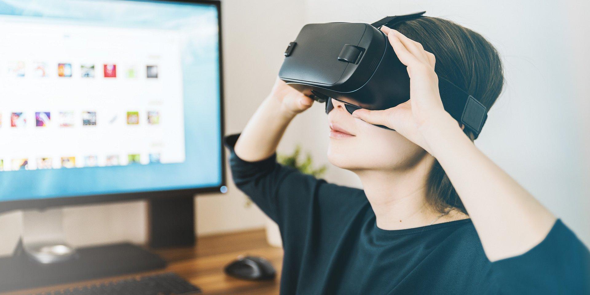 Rozwiązania Rzeczywistości Rozszerzonej (AR) i Wirtualnej (VR) chronią pracowników przed koronawirusem. Firmy IT oferują specjalne finansowanie, aby pomóc zatrzymać pandemię