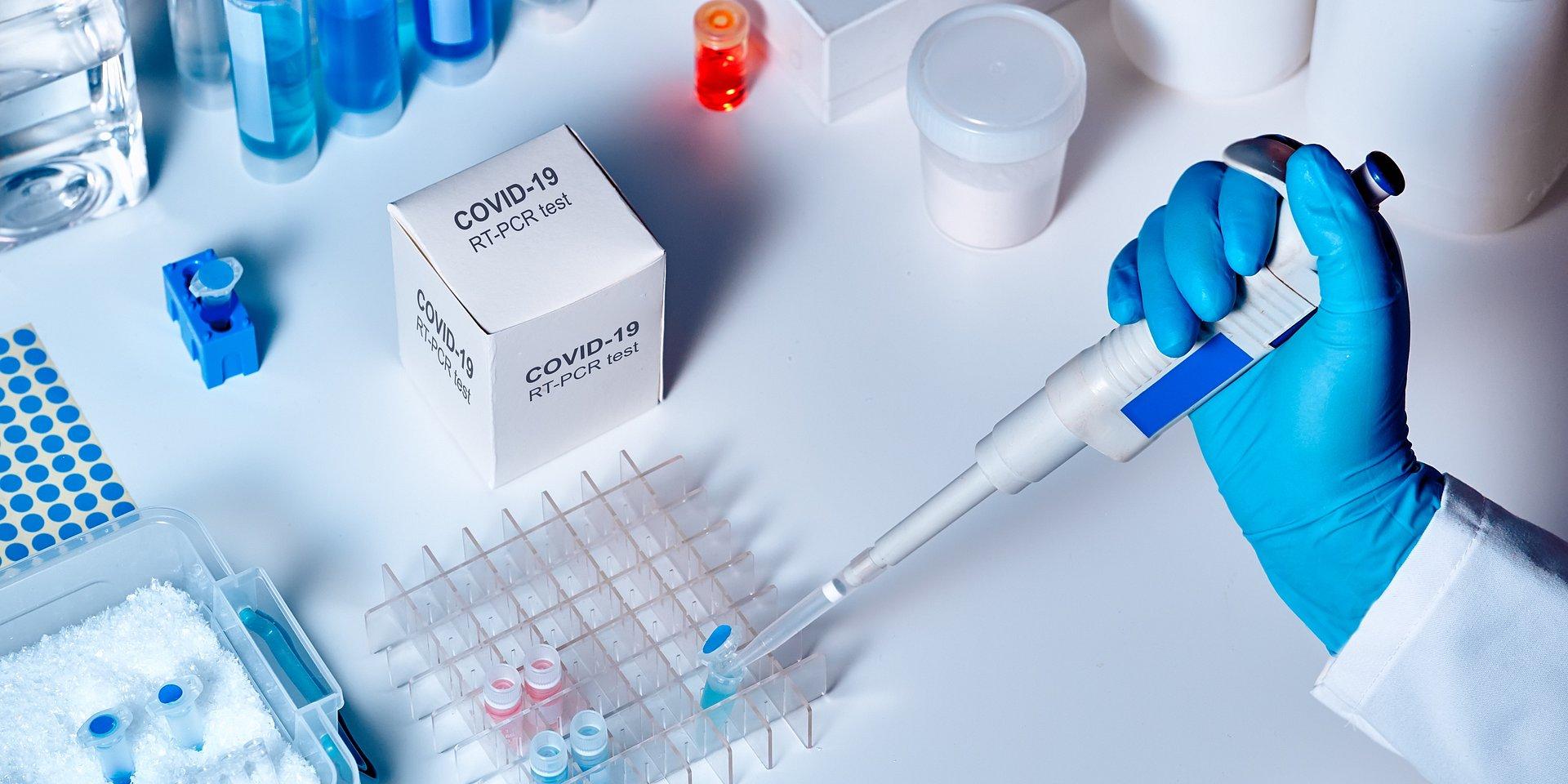 PKO Bank Polski wspiera walkę z koronawirusem! Zakupił 7,5 tys. testów i zaangażował się w zbiórkę środków na kolejne – Pomagamy Polsce i Polakom