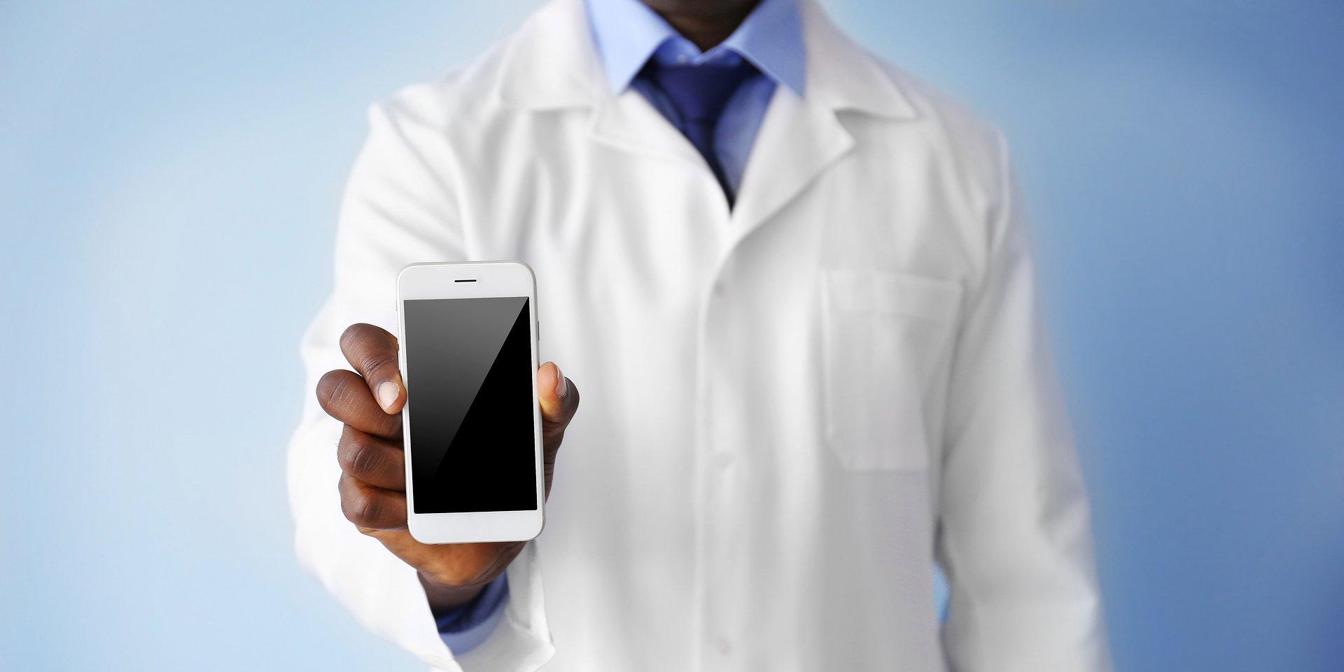 """""""Wy pomagacie pacjentom, my pomagamy Wam"""" - infolinia z pomocą psychologa dla farmaceutów"""