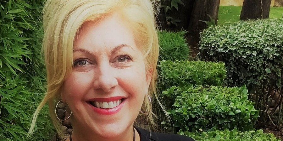 Lauren DePoe Returns to Coldwell Banker Realty as an Affiliate Agent with the Village of Oak Creek Office