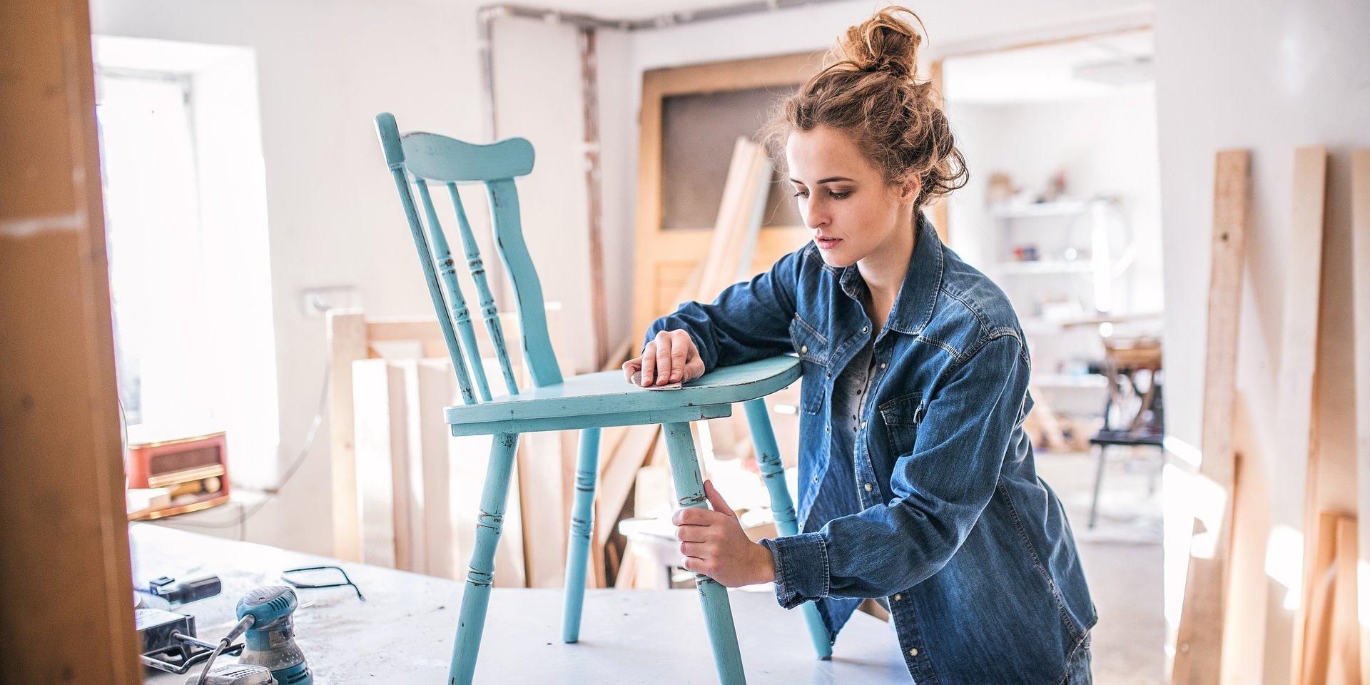 Tapetowanie, malowanie, naprawa mebli? Dziewczyny robią to same