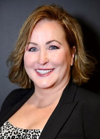 Kelly Lee-Walton Affiliates with the Biltmore-Paradise Valley Office of Coldwell Banker Realty