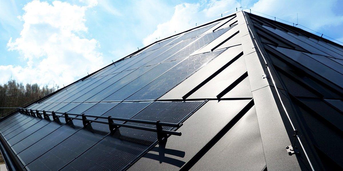 Pierwszy w Polsce dom z całkowicie solarnym dachem. To najbardziej ekologiczny dach w Polsce