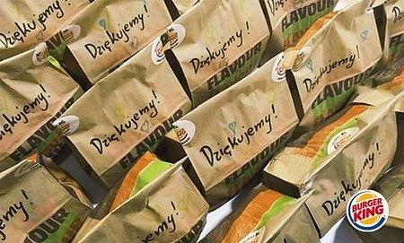 40 tysięcy posiłków i ponad 23 tysiące filiżanek kawy dla służb medycznych oraz 6,5 tony jedzenia dla Banków Żywności. KFC, Pizza Hut, Burger King i Starbucks podsumowują wsparcie lokalnych społeczności w trakcie pandemii.