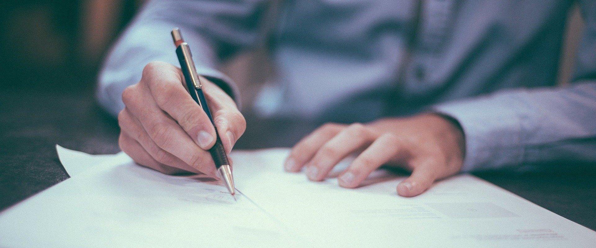 Podpisywanie dokumentów elektronicznych – jak to zrobić i na co uważać?