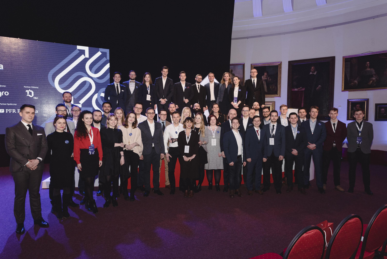 Zdjęcie grupowe uczestników szkoły pionierów PFR.